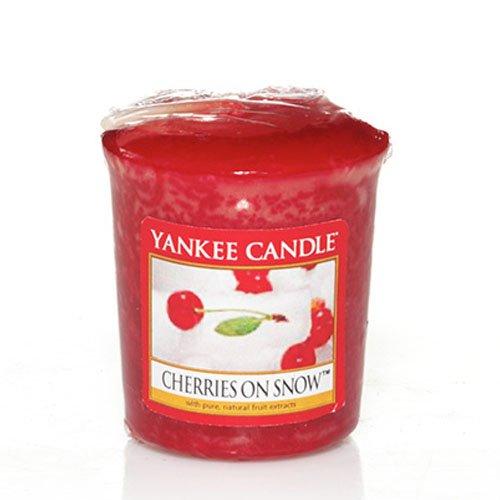Yankee Candle Cherries on Snow votivní svíčka 49 g